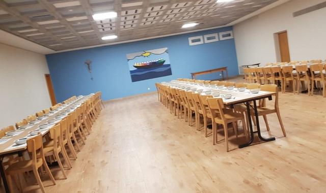 Salle-st-Joseph_tables
